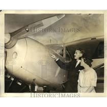 1940 Press Photo Australian Minister Richard Casey Purchases Fairchild Plane
