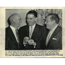 1956 Press Photo Otto Graham QB of Browns with LA McQueen, H Wisher