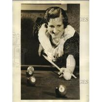 1934 Press Photo Mrs.Hiida Stowell in finals of Women Western Pocket Billard