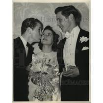 1940 Press Photo Kay Stewart weds Langdon Proctor, Jackie Cooper gives her away