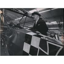 1971 Press Photo Eddie Rickenbacker Looks at German Fokker DR-1 Triplane Replica