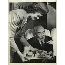 1939 Press Photo Bette Miller Serving Meals To Food Consultant George Rector