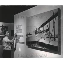 1967 Press Photo Robert Cassidy touches up photo of Albert Toepfer in Milwaukee