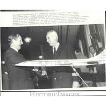 1976 Press Photo Concorde Pilots Brian Calvert, Pierre Dudal shake hands at bash