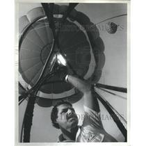 1984 Press Photo Firing up a Hot Air Balloon - hca09698