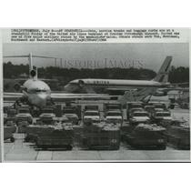 1966 Press Photo Jets and service trucks at the United Airlines Terminal