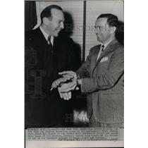 1947 Press Photo New Coach of LA Rams Bob Snyder Shakes Hands with Dan Reeves