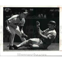 1991 Press Photo Texas DH is forced out at 2nd by Carlos Baegra on a grounder.