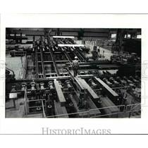 1986 Press Photo Steel worker of Timken Faircrest is checking on their equipment