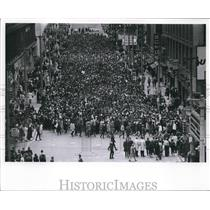 1968 Press Photo march down Wisconsin Avenue in Milwaukee after MLK Jr. Death
