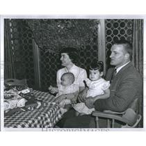 1957 Photo Detroit Lions James Martin With Family - RRV02805