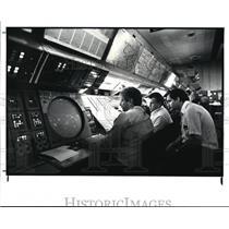 1987 Press Photo Air traffic controllers at Oberlin - cvb29940