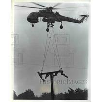 Press Photo Airlifting - cvb48277