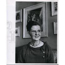 1963 Press Photo Norbert J. Klein Leads United Fund Drive in her Neighborhood