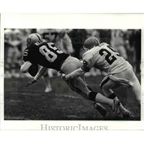 Press Photo Los Angeles' Dokie Williams is tackled by Cleveland's Hanford Dixon
