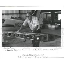 1986 Press Photo Charlie Haynes ribs braces wing Plane- RSA05773
