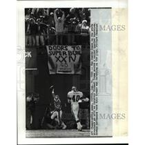 1990 Press Photo Denver- AFC Championship Game Denver fans go wild. - cvb53833