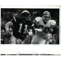 1990 Press Photo Billy Joe Tolliver is chased down by Al Baker - cvb56953
