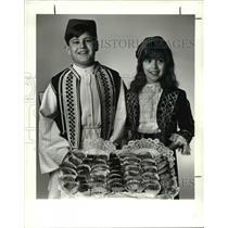 1990 Press Photo Forious Kyrkos & Cristina Rozakis in Their Creek Costume