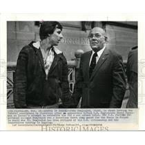 1983 Press Photo John Demjanjuk is shown leaving the Federal Courthouse in Cleve