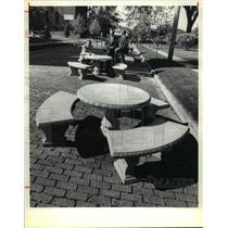 1980 Press Photo Bedford Commons Restoration, Brick Area Table, Richand Square