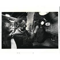 1987 Press Photo Ron Viani & Brett Krippene pear into a Retrofit Furnace at TRW