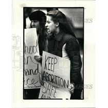 1983 Press Photo Rally by right to life & protesting pro-choice group at public