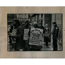 1976 Press Photo Substitute Schools protest Education - RRX06407