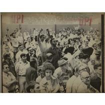 1976 Press Photo Striking St. Louis Bottlers Vote - RRW64941