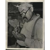 1939 Press Photo Cherokee Man Fashions a Dart for a Blow Gun - nef69485