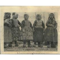 1923 Press Photo Children of Holland wearing their wooden clogs and costumes