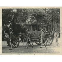 1922 Press Photo Queen of Holland in golden coach on way to Parliament opening