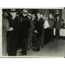 1937 Press Photo Ford Co Closes Employees in Line at Bank for Work Payment