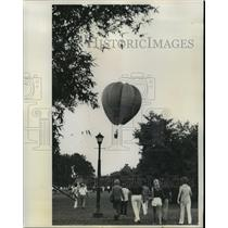 1974 Press Photo Crowds Watch Hot Air Balloon Fly Overhead - noa25156