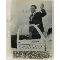 1960 Press Photo Chuck Banfe, Pan American Pilot, in Tokyo, Japan - noa25574