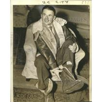 1942 Press Photo Aviator Douglas Corrigan Sheds Flying Clothes in New York