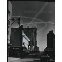 1962 Press Photo Vapor trails from practicing B52 bombers seen at Riverside sky