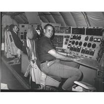 1963 Press Photo Men work at an electronic console board on a Boeing 707
