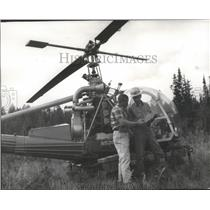 1966 Press Photo Gus Verdal goes over fire plans with pilot Charles Fensdorf.