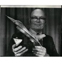 Press Photo Air Force Secretary John McLucas holds a model of the YF16 fighter