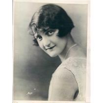 1925 Press Photo NYC Dorys Le Vene Debuts NY Philharmonic Orchestra - ner39501