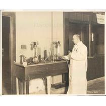 1924 Press Photo Chicago IL Automobile Trade Assn Laboratory - ner40525