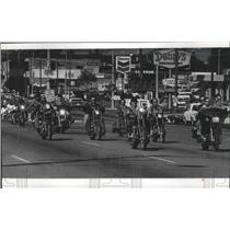 1980 Press Photo Motorcycle gang on the road - spa91046