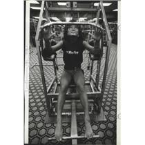 1983 Press Photo Sue Shin works out at Nautilus Health Club - spa91667
