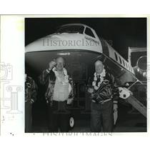 1988 Press Photo Alan Paulson and Everett Langworthy in front of Gulfstream IV