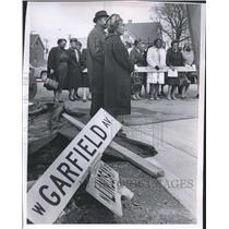 1967 Press Photo Bernice Lindsay, Dedication Ceremony at Intersection Sign