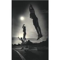 1986 Press Photo Milwaukee Lutheran High School Strength Program Jump Exercise