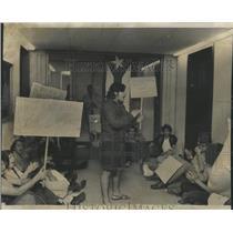 1973 Press Photo Circle Campus Latin Students Protest - RRX97975