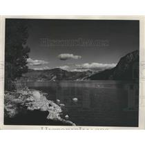 1954 Press Photo Lake in Pend Orellie, Green Monarch Mountains, Idaho