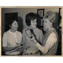 1968 Press Photo Mrs Sherman G Finesilver Wife Judge - RRY64431